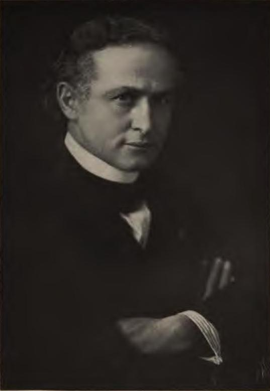 Harry Houdini, By Dutton and Co. [Public domain], via Wikimedia Commons
